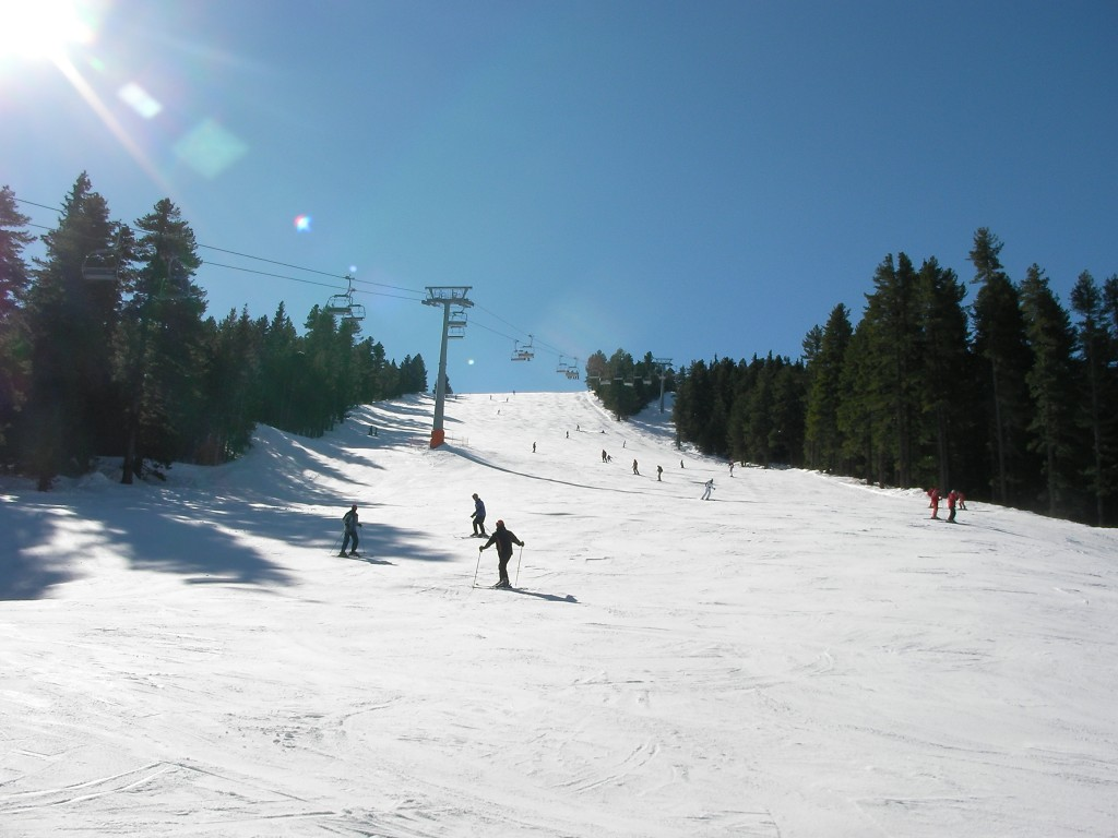 Skiing and anowboarding in Bansko
